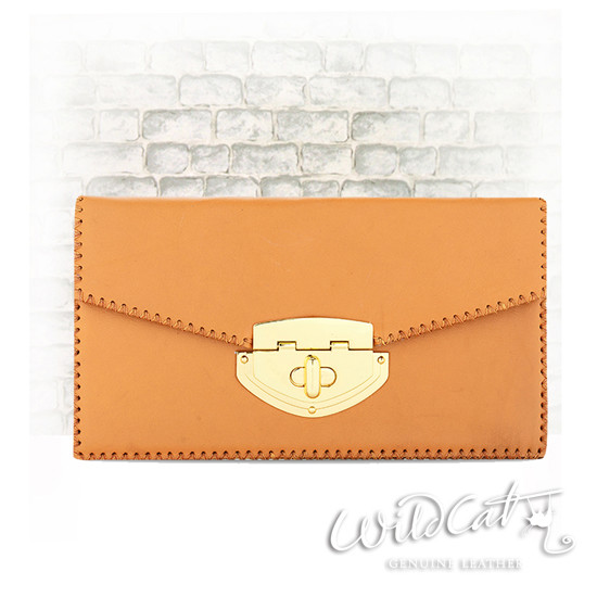 20552015 - SWIVEL BUTTON ENVELOP CLUTCH
