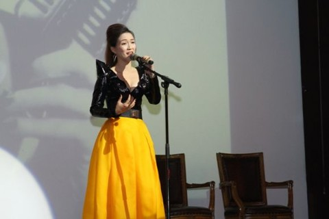 Đinh Hương sings The Golden Oldies