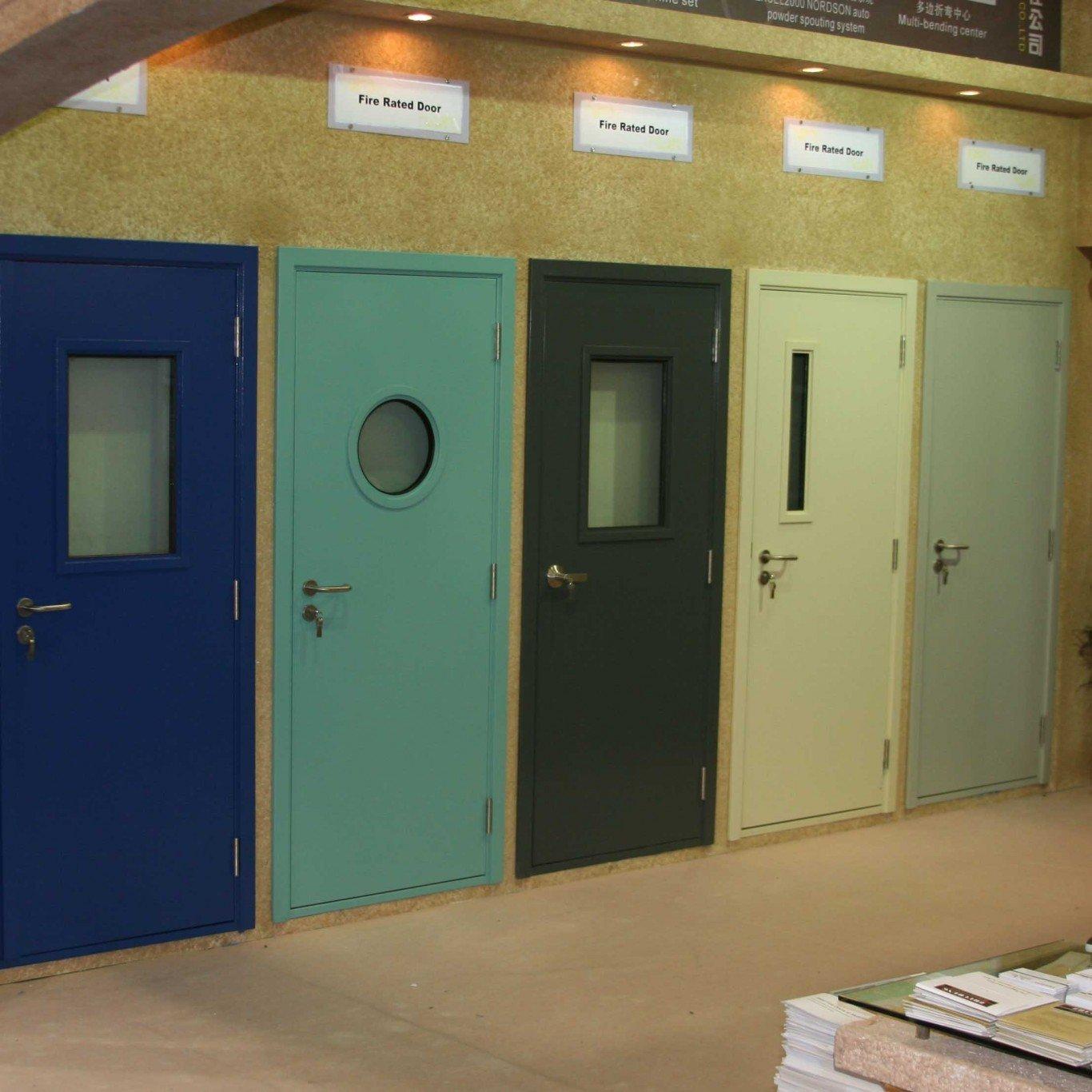 двери входные со вставкой из ударопрочного стекла