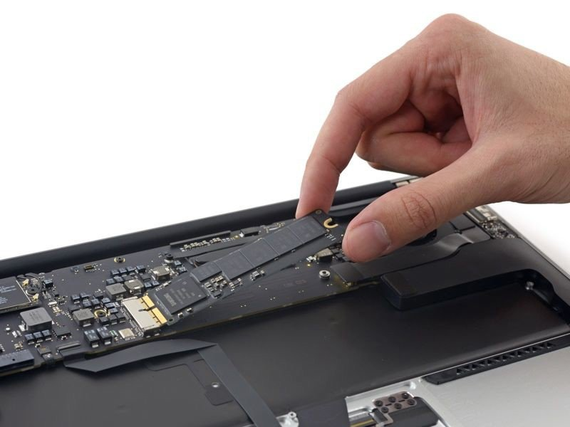 Thay ổ cứng SSD Macbook Air 13 inch