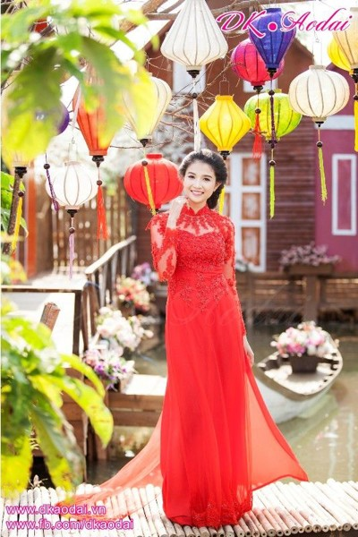 http://www.dkaodai.vn/products/ao-dai-voan-do-roi-duoi-pha-le