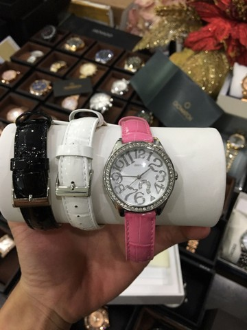 Guess Women's Casual Pink Leather Watch
