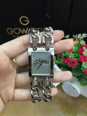 GUESS Women's Silver-Tone Chain Bracelet Watch U85106L1