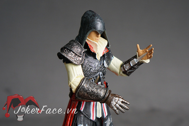 Mô hình Ezio Black Cloak - Assassin's Creed II