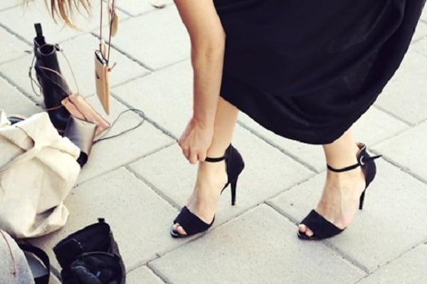 5 đôi giày vừa đi chơi vừa có thể diện để đi làm
