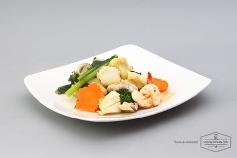 Sauteed seafood with vegetables