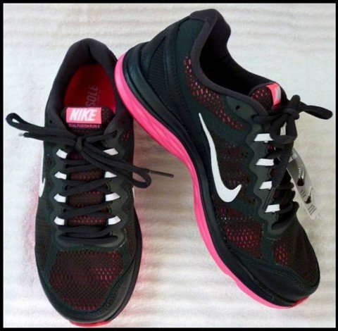 "G 09 - GIẦY THỂ THAO NỮ "" NIKE-running "" size 8 US = 39 VN cực nhẹ"