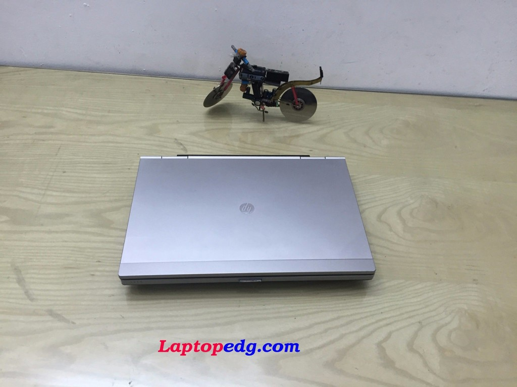 HP 2560p i5-2520, Ram 4G, Ổ 250GB, LED 12.5
