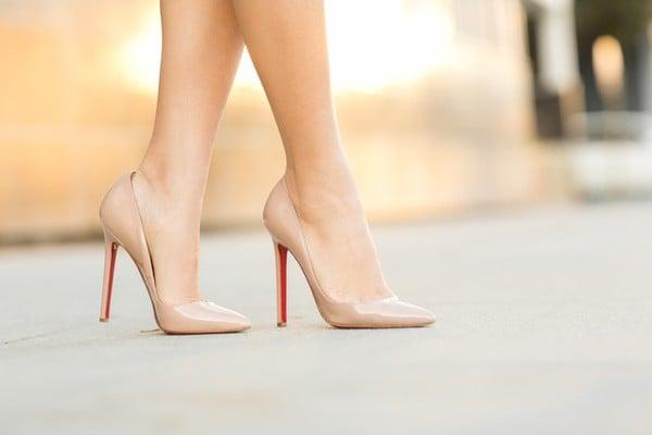 giày cao got màu nude