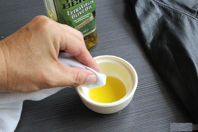 X-Clean sử dụng dầu oliu để lau chùi bảo quản túi